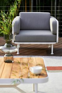 Mindo_chair-outside